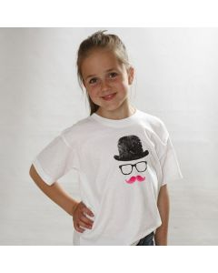 Un T-Shirt avec un chapeau, des lunettes et une moustache