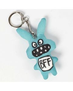 Une décoration textile sur des animaux en tissu sur un porte-clés