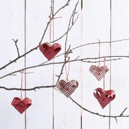 Coeurs tissés en bandes de papier