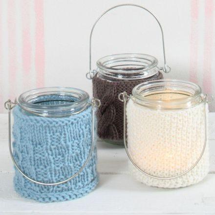 Lanternes avec des couvertures tricotées