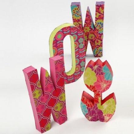 Lettres en papier-mâché avec papier fait main