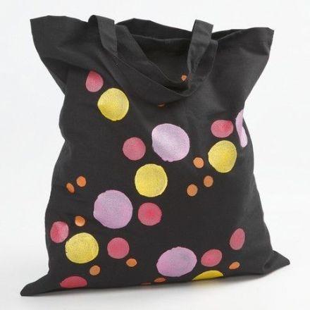 Un sac avec des impressions métalliques