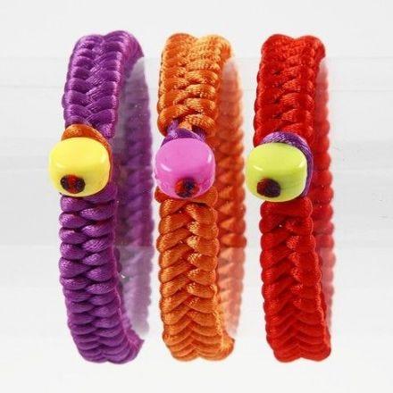 Bracelets en satin tressés avec perles en plastique