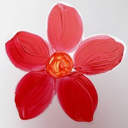 Une fleur peinte sur un film rigide
