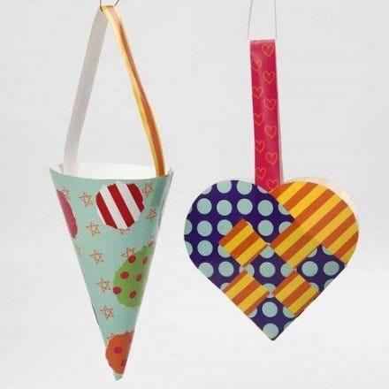 Un coeur tressé et un cône en papier brillant