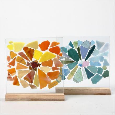 Carreaux de mosaïques en verre sur une plaque de verre