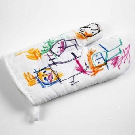 Un gant à four avec motifs