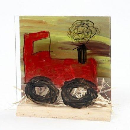 Un tracteur dans un paysage sur un cadre 3D en deux pièces combinées (L'avant en verre et l'arrière en MDF)