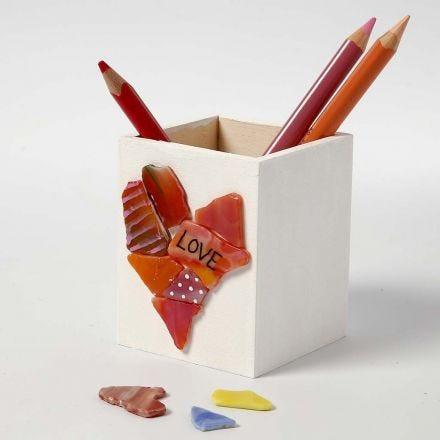 Un porte-crayons en bois avec Mosaïque