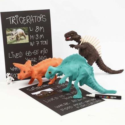 Un squelette de dinosaure recouvert de pâte Silk Clay