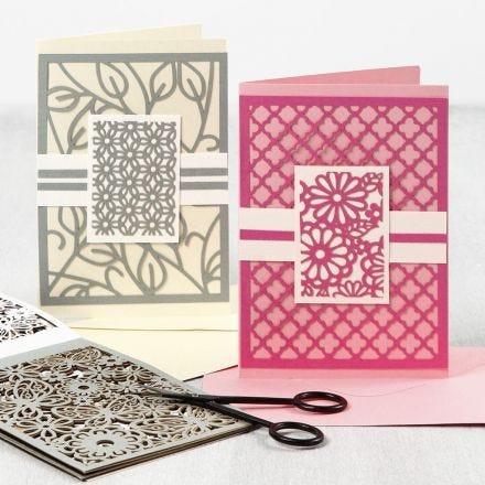 Des cartes de voeux avec des motifs de dentelle