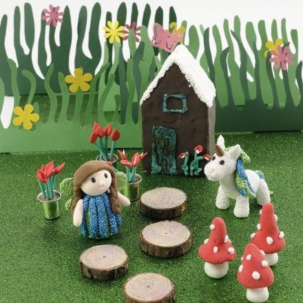 Une maison féerique et une licorne en pâte Foam Clay Unicorn