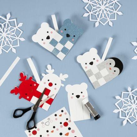 Un petit panier de Noël tressé avec animaux polaires