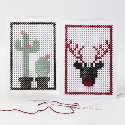 Une carte de voeux brodée avec un cactus et un renne