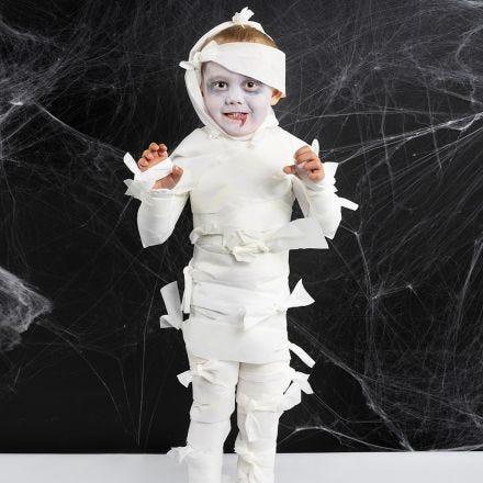 Une momie comme costume d'Halloween