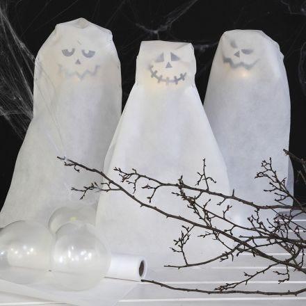 Des fantômes faits avec des ballons à lampe LED à piles