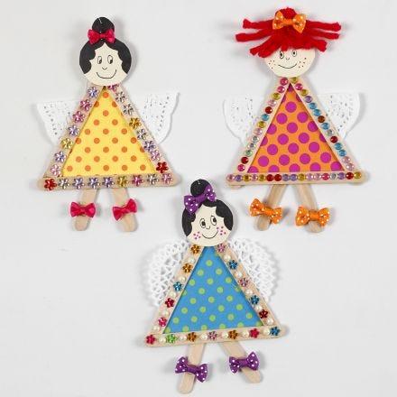 Des fées faites avec des bâtons de friskos, du papier cartonné et des napperons