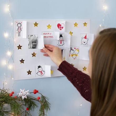 Faites votre propre calendrier de Noël avec des dessins, des autocollants et des images