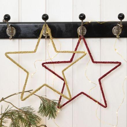 Une étoile de Noël au crochet, faite sur un cadre métallique en forme d'étoile