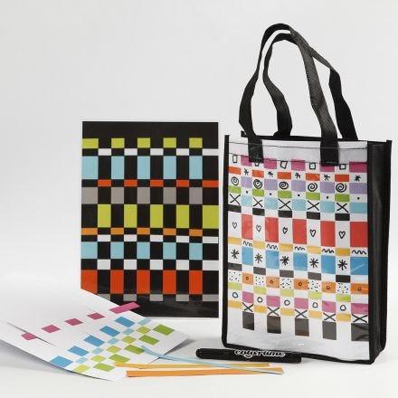 Un sac et un set de table décorés d'un tissage de papier