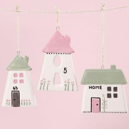Maisons en porcelaine à suspendre, décorées avec de la peinture pour verre & porcelaine