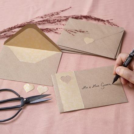 Enveloppes en papier recyclé décorées de papier doré