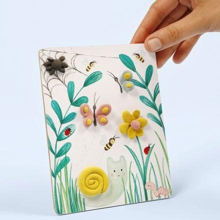 Un dessin mettant en scène la nature, décoré avec de la pâte Silk Clay