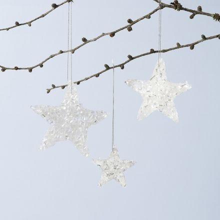 Une décoration à suspendre, brillante, en forme d'étoile, faite à partir de base collante Sticky Base et de paillettes