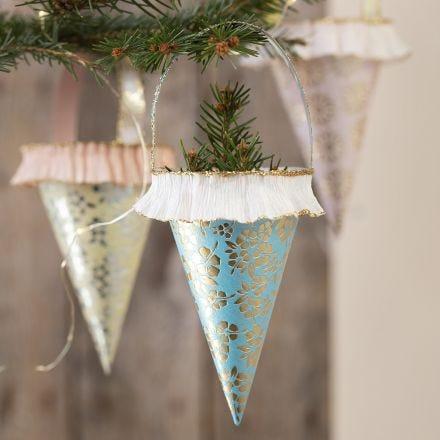 Des cônes faits à partir de papier fait maison