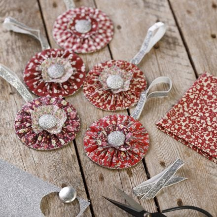 Fabric rosettes for hanging