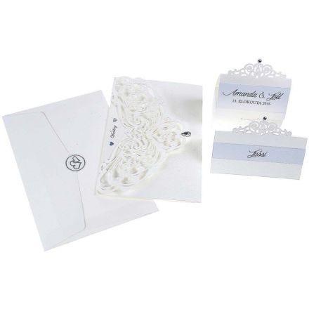 Une invitation, un marque-place et des décorations de table avec un effet nacré et filigrane