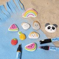 Peindre sur des pierres avec des marqueurs de couleur plus
