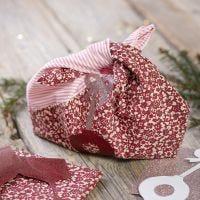 Un sac en tissu recyclé avec des motifs