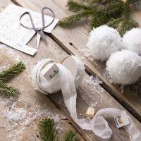 Des boules de neige faites maison avec des petites surprises