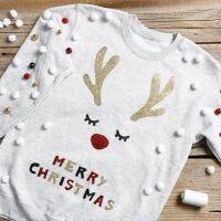 Un pull de Noël amusant avec des grelots