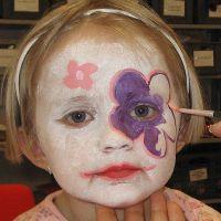 Maquillage – Fleurs réalisées avec du maquillage à l'eau
