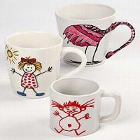 Mugs en porcelaine décorés aux marqueurs