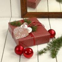 Un cadeau avec un coeur tissé