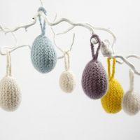 Des oeufs enveloppés dans du feutre tricoté