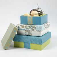Boîte en papier-mâché avec papier fait main