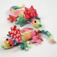 Des bestioles en tissu colorées et décorées avec un 3D Puff Liner
