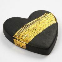 Un coeur en terre  uite avec Film décoratif doré
