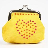 Un sac décoré de points en 3D liner