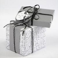 Papier cadeau avec le papier de Vivi Gade Design, série Paris