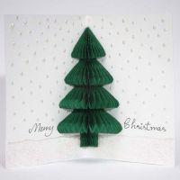 Carte de Noël avec un sapin fait à partir de papier en nid d'abeilles