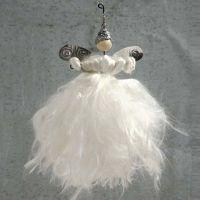 Un ange fait avec du fil pour fleur et du fil de soie