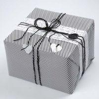 Emballage cadeau avec papier design de Vivi Gade (série Paris) décoré de chanvre naturel