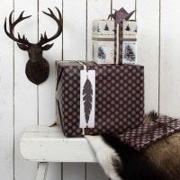 Etiquettes cadeaux avec plume et papier de Vivi Gade Design