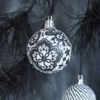 Boules de Noël avec papier découpage série Paris