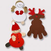 Un renne et autres figurines faits à partir de papier cartonné